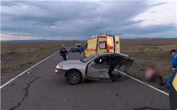 В Туве на дороге к озеру Дус-Холь после массового ДТП разорвало машину. Один человек погиб