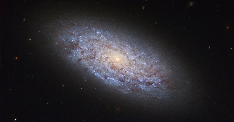 Согласно выводам нового исследования, темной материи вообще не существует