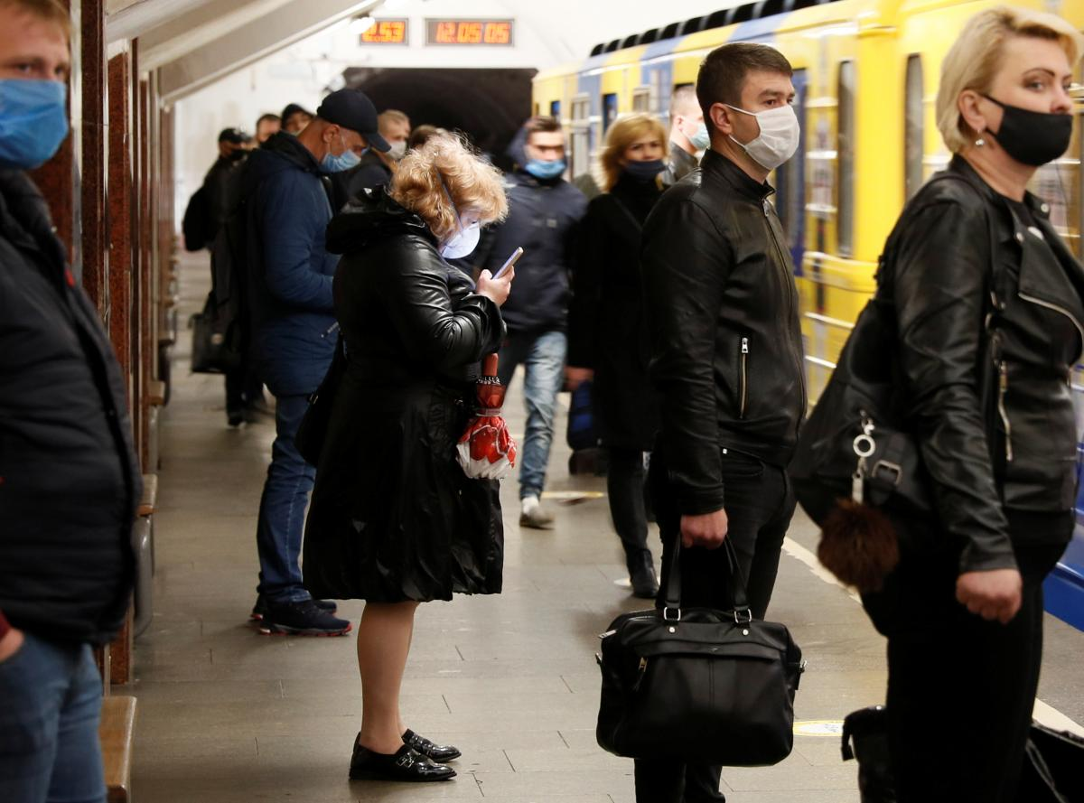 Взрывчатки на станции метро киевского метрополитена 'Крещатик' не обнаружено