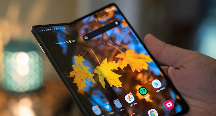 Samsung Galaxy Z Fold 3, по слухам, получит подэкранную фронтальную камеру