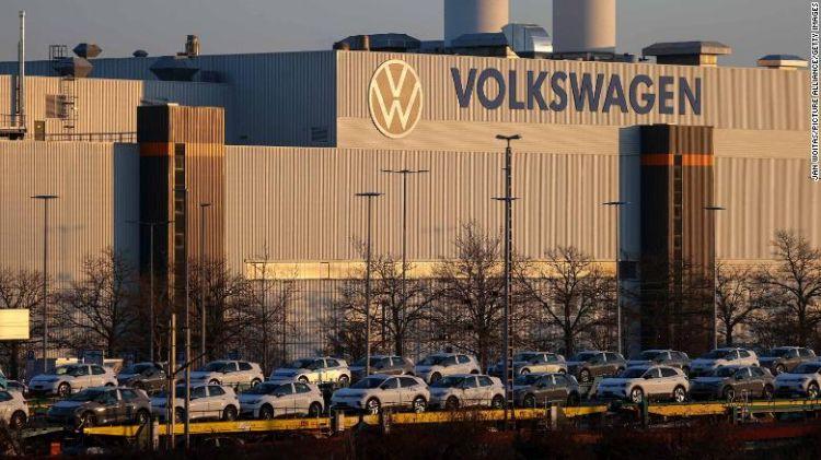 В погоне за Tesla: за прошлый год Volkswagen увеличил объёмы поставок электромобилей в три раза