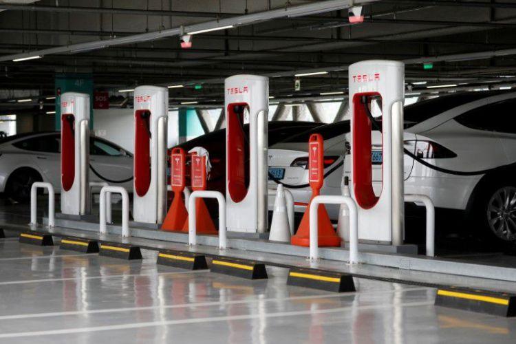Со временем зарядными станциями Tesla смогут пользоваться владельцы электромобилей других марок