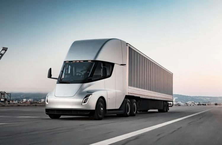 Электрический грузовик Tesla Semi почти готов к серийному производству