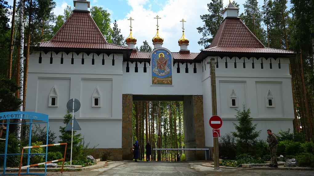 Комиссию Епархии по инвентаризации не пустили в захваченный монастырь Сергия. Они обратятся в СК