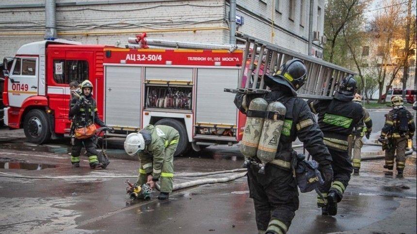 Два человека погибли при пожаре в московской гостинице, еще 14 пострадали