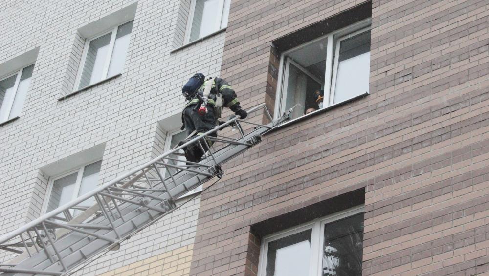 Жителей Брянска удивили пожарные учения в здании облпрокуратуры