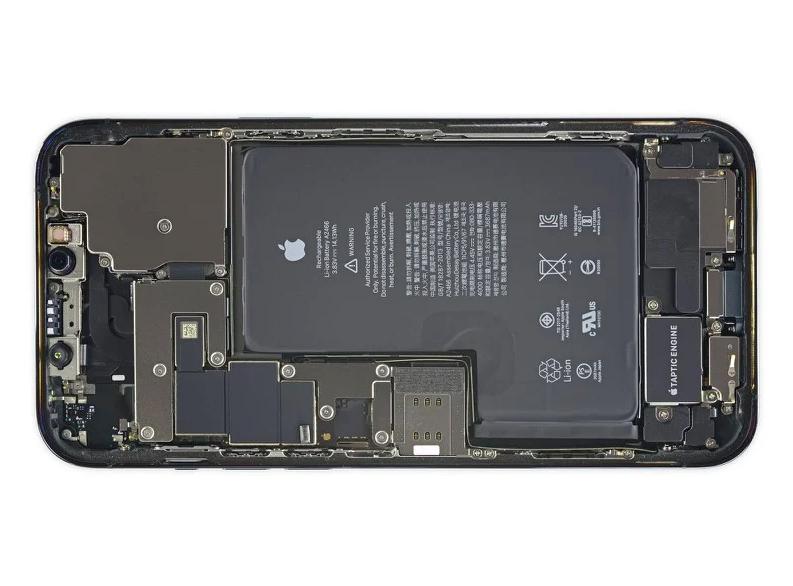 Разборка iPhone 12 Pro Max показала батарею необычной формы