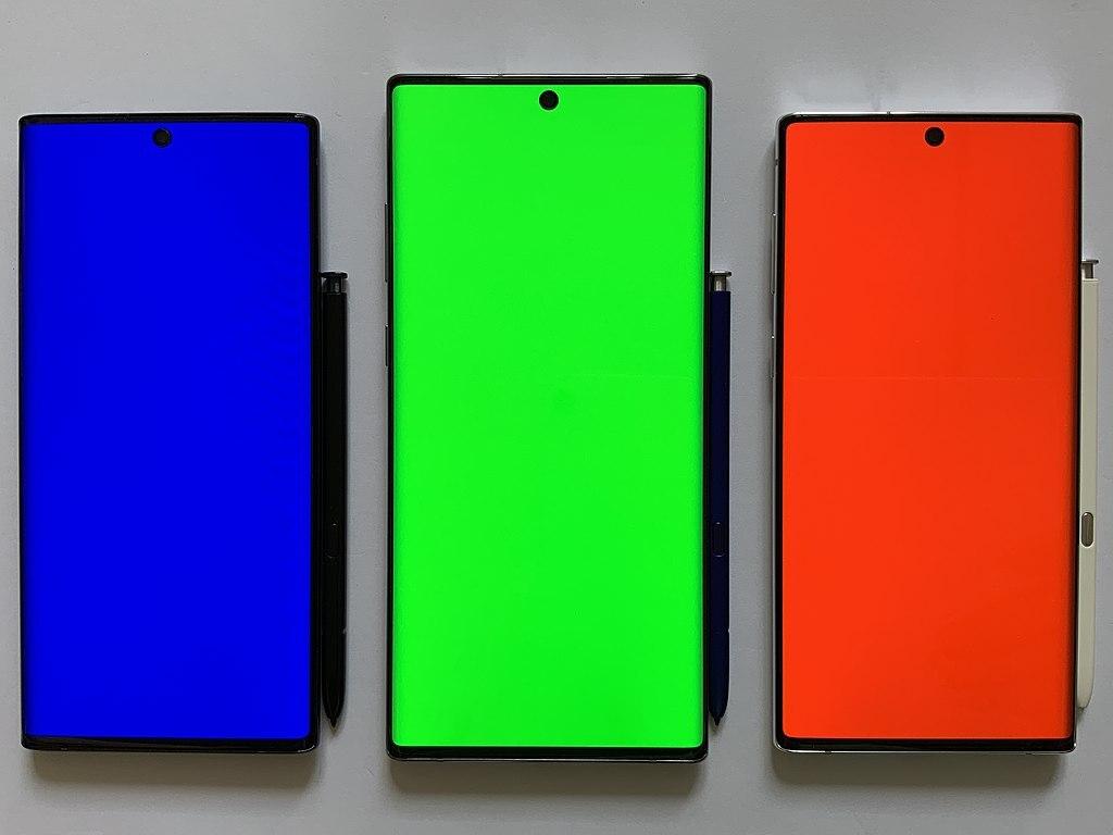 Опрос Xiaomi показал, какие экраны смартфонов предпочитают люди