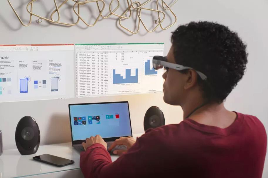 Qualcomm показала «умные» очки для создания виртуального экрана на стене