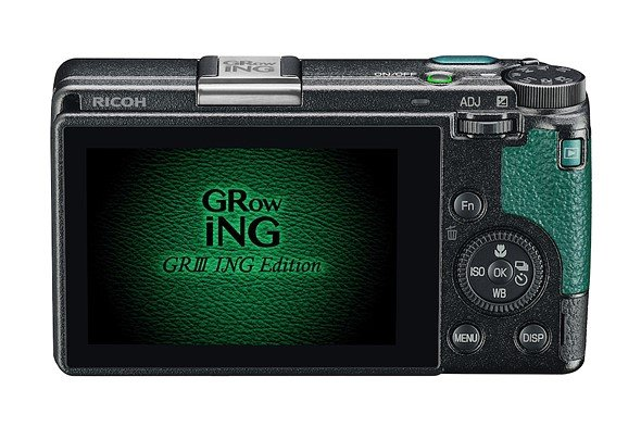 Ricoh использует в оформлении набора GR III GRowING ING Edition Special Limited Kit зелёный цвет