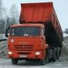В Омске КамАЗ сбил столб, который упал на дорожника