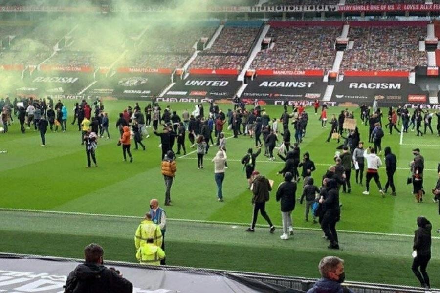 Болельщики 'Манчестер Юнайтед' прорвались на стадион, начало встречи с 'Ливерпулем' отложили