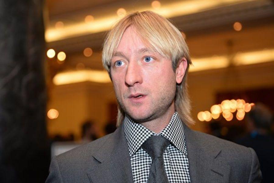 Плющенко показал подписчикам, как много чёрной смородины он собрал. ВИДЕО