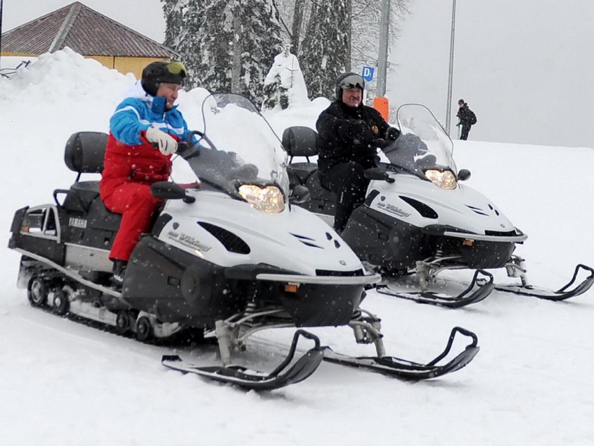 Путин и Лукашенко покатались на лыжах и снегоходах в Сочи: видео гонок появилось в Сети