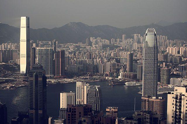 КНР назвала «бандитской логикой» угрозы санкциями из-за закона по Гонконгу