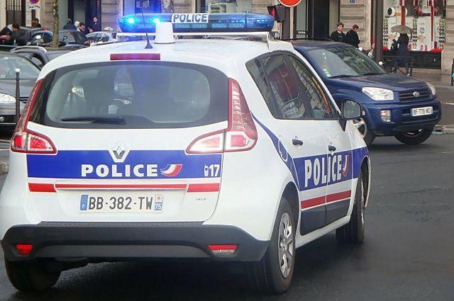 Французские школы почтят память убитого учителя минутой молчания