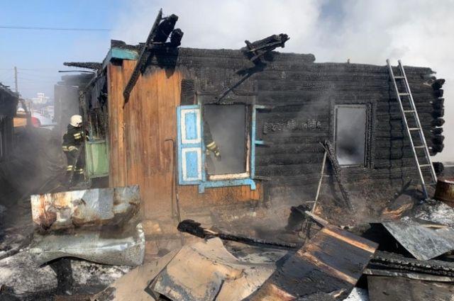 На месте пожара в Новосибирске найдены останки двух погибших детей