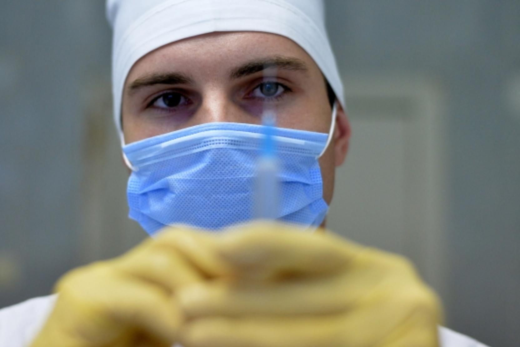 Учителей в школах не отстранят от работы за отказ от прививки против COVID-19