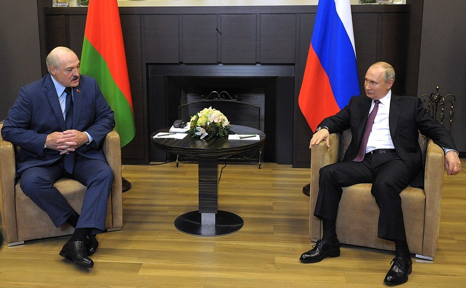 Лукашенко поздравил Путина и россиян с Днем России