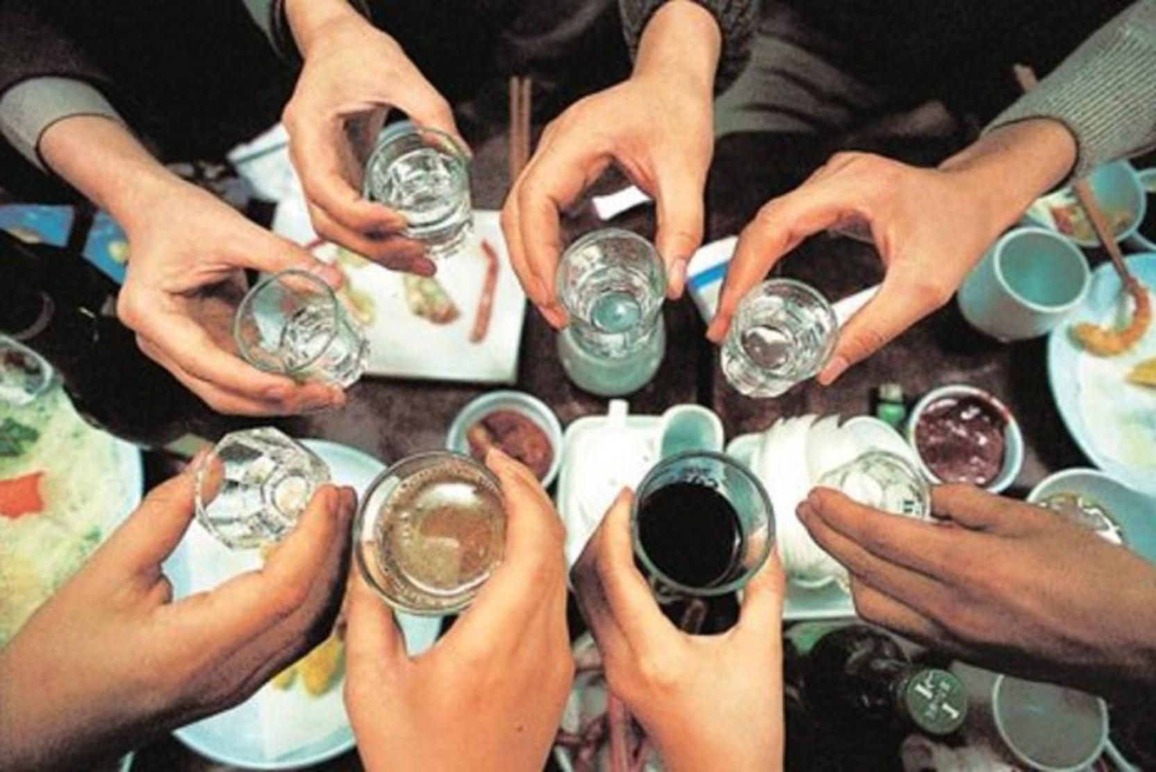 Нарколог дал советы, как избежать праздничного запоя