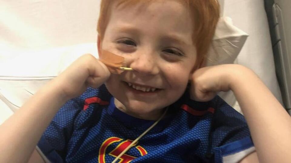 Австралиец помог маленьким пациентам превратиться в супергероев