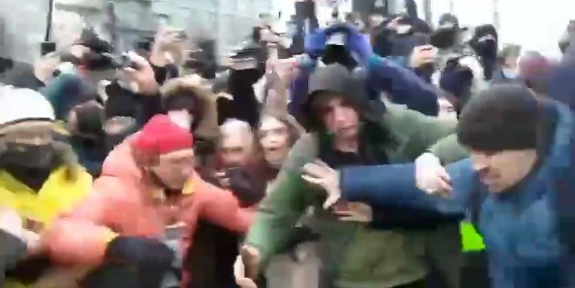 В Сети припомнили агрессивные выходки сторонников Навального