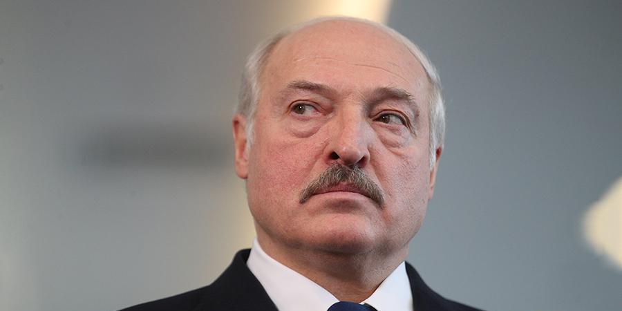 Лукашенко потребовал от посла 'набить морду' мэру Риги за белорусский флаг