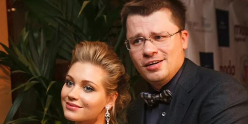'Гарик, мы разводимся!': Павел Воля высмеял Харламова, намекнув на причины его расставания с Асмус