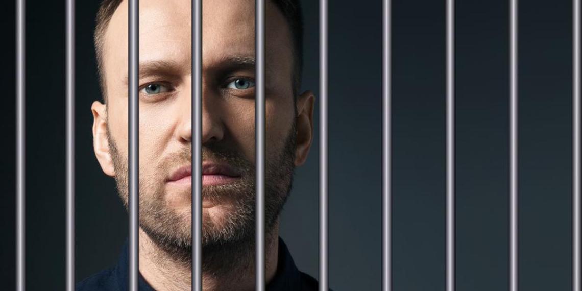 Сто дней Навального в тюрьме, бегство его сторонников и граффити в Петербурге: о чем пишут политические телеграм-каналы