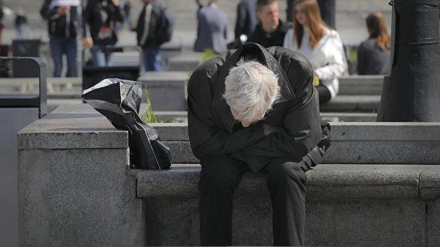 Не получают и двух тысяч: как Украина обрекает своих пенсионеров на жизнь в нищете (Апостроф, Украина)