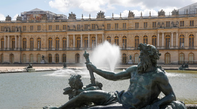 СМИ: Одетый в простыню мужчина попал на территорию Версальского дворца
