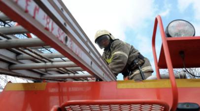 В Нальчике произошло возгорание в трёхэтажном здании магазина