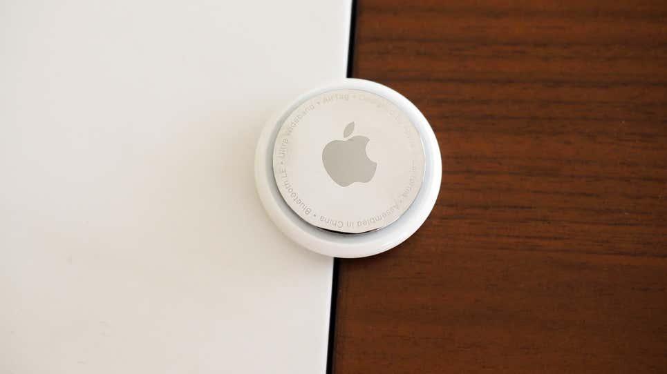 Нанотехнологии и напильник: в Apple AirTag можно просверлить дырку для ключей