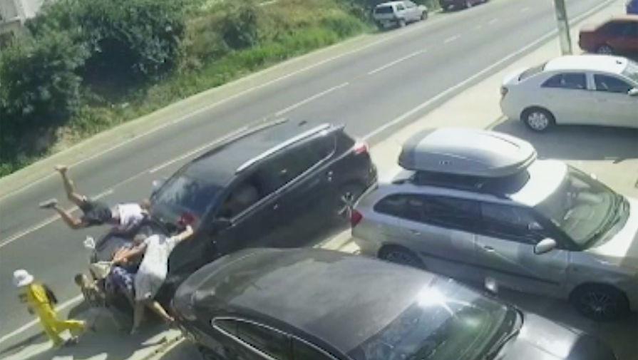 Сбивший пешеходов в Анапе водитель утверждает, что потерял сознание