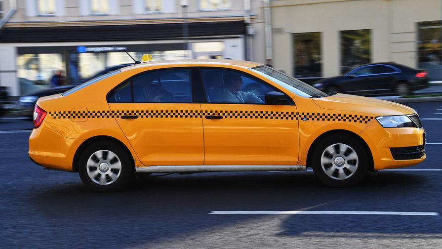 В Петербурге заблокировали таксопарк, водитель которого смотрел порно на работе