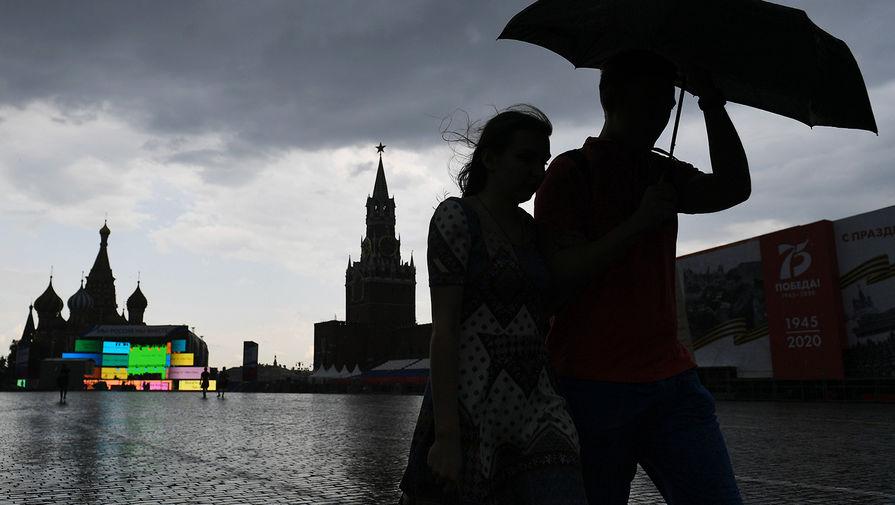 Москвичей предупредили о сильном дожде и граде в ближайшие часы