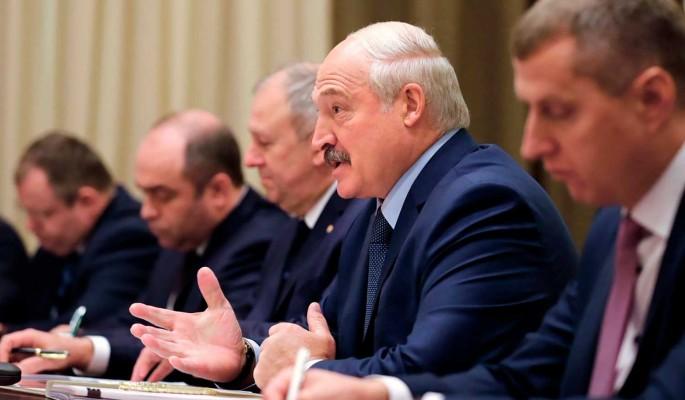 Политолог Карбалевич о планах Лукашенко: Утверждение новой конституции в Белоруссии отложили на 2025 год