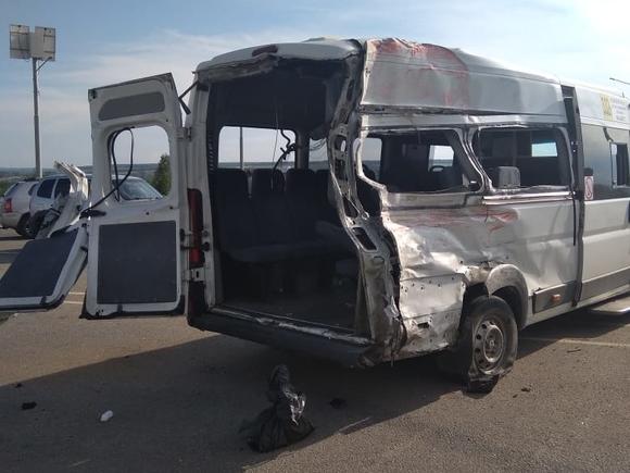 В Воронежской области при столкновении маршрутки с грузовиком погибли два человека и восемь пострадали