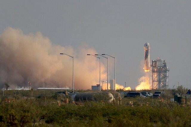 Джефф Безос слетал в космос. На девять дней позже Ричарда Брэнсона — зато на 20 километров выше. Главное об этом полете