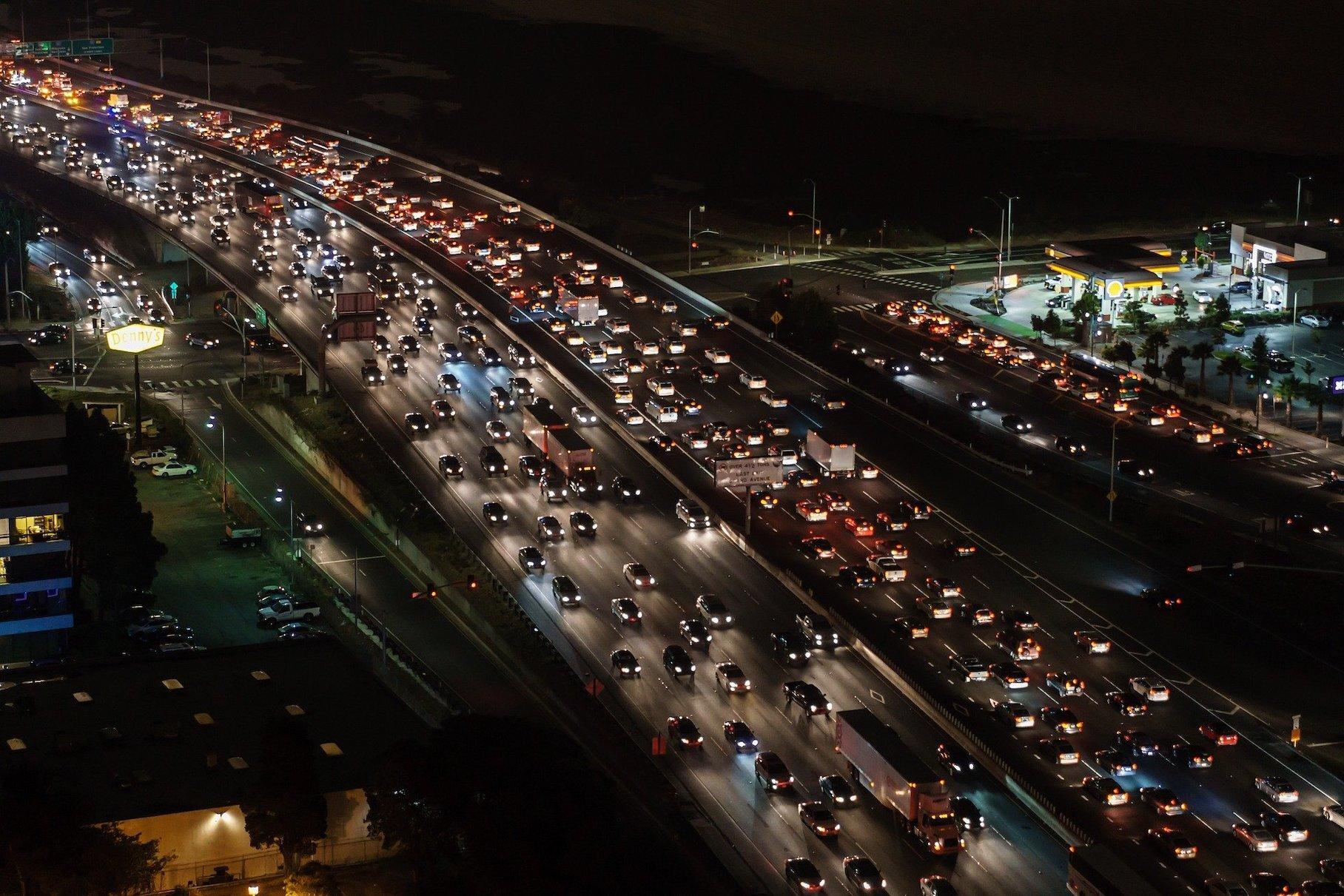 Стало известно, на сколько выросло количество машин в России за последние пять лет
