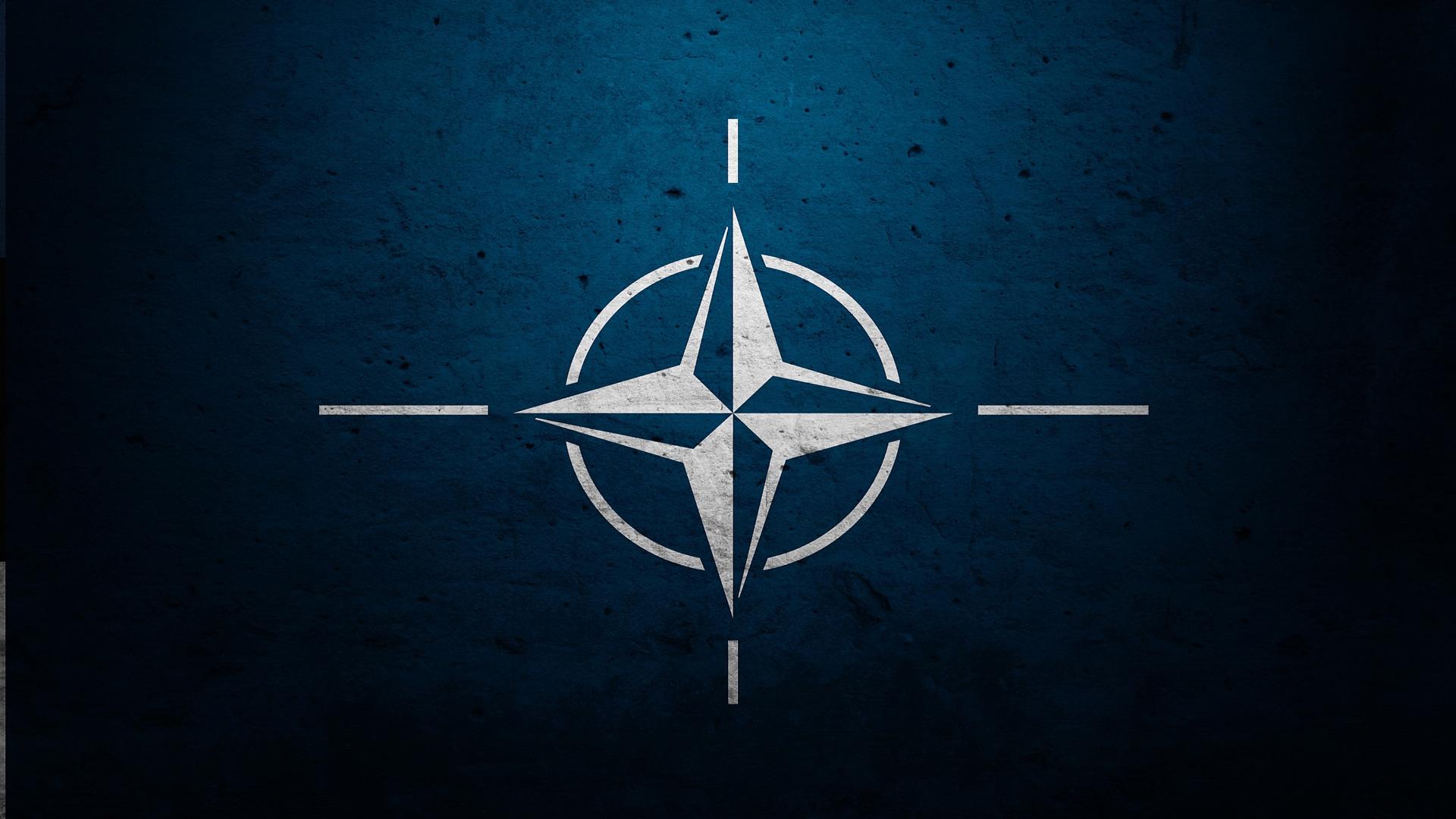 Россия не должна безучастно наблюдать за вступлением Сербии в НАТО