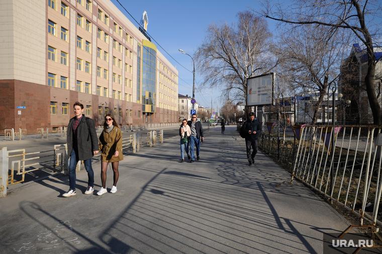 Коронавирус в Тюменской области: уставшие от карантина вышли на виртуальный митинг, аэропорт будут закрывать на ночь. Последние новости 21 апреля