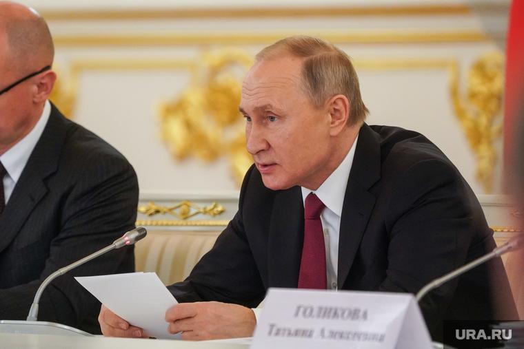 Коронавирус: последние новости 27 мая. Пособия по безработице увеличат втрое, москвичи будут гулять по графику
