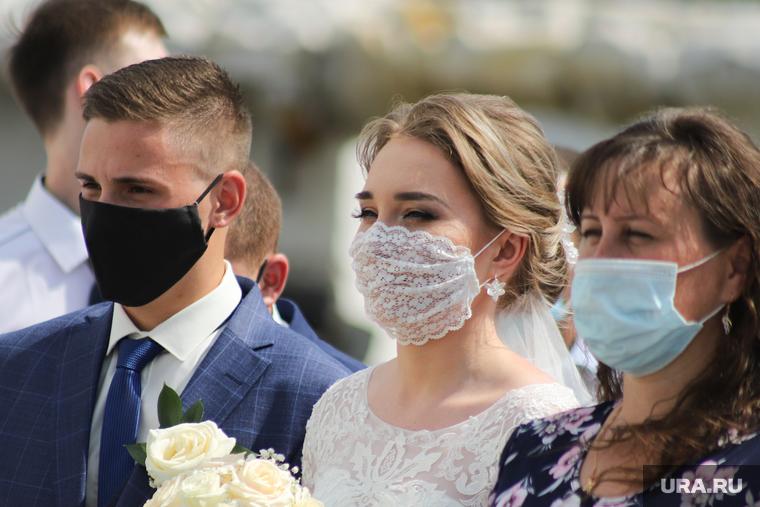 Коронавирус: последние новости 13 июля. В России вакцина появится в августе, улететь в Турцию можно будет через две недели