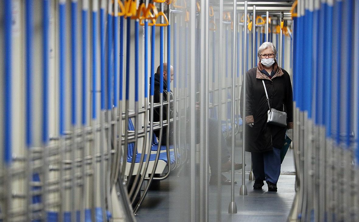 Власти Москвы пообещали рейды и проверки в метро для контроля масок