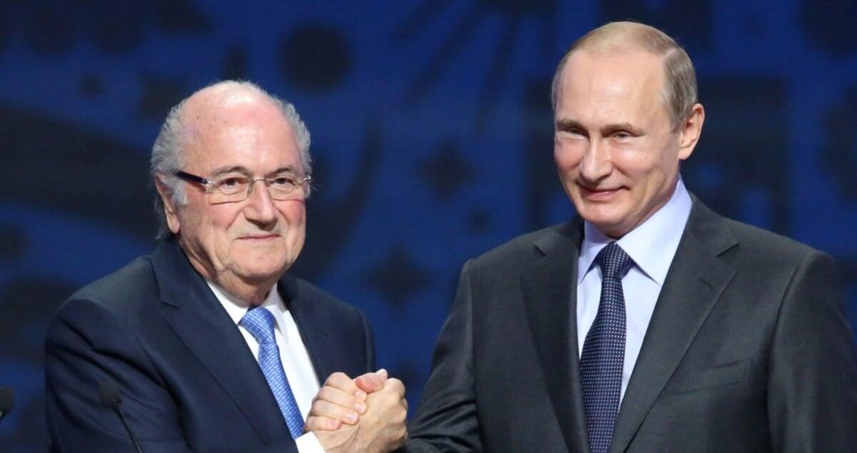 «Россия играет важную роль в политике, спасибо ее боссу. А люди не очень любят сильные государства». Блаттер о допинговых скандалах