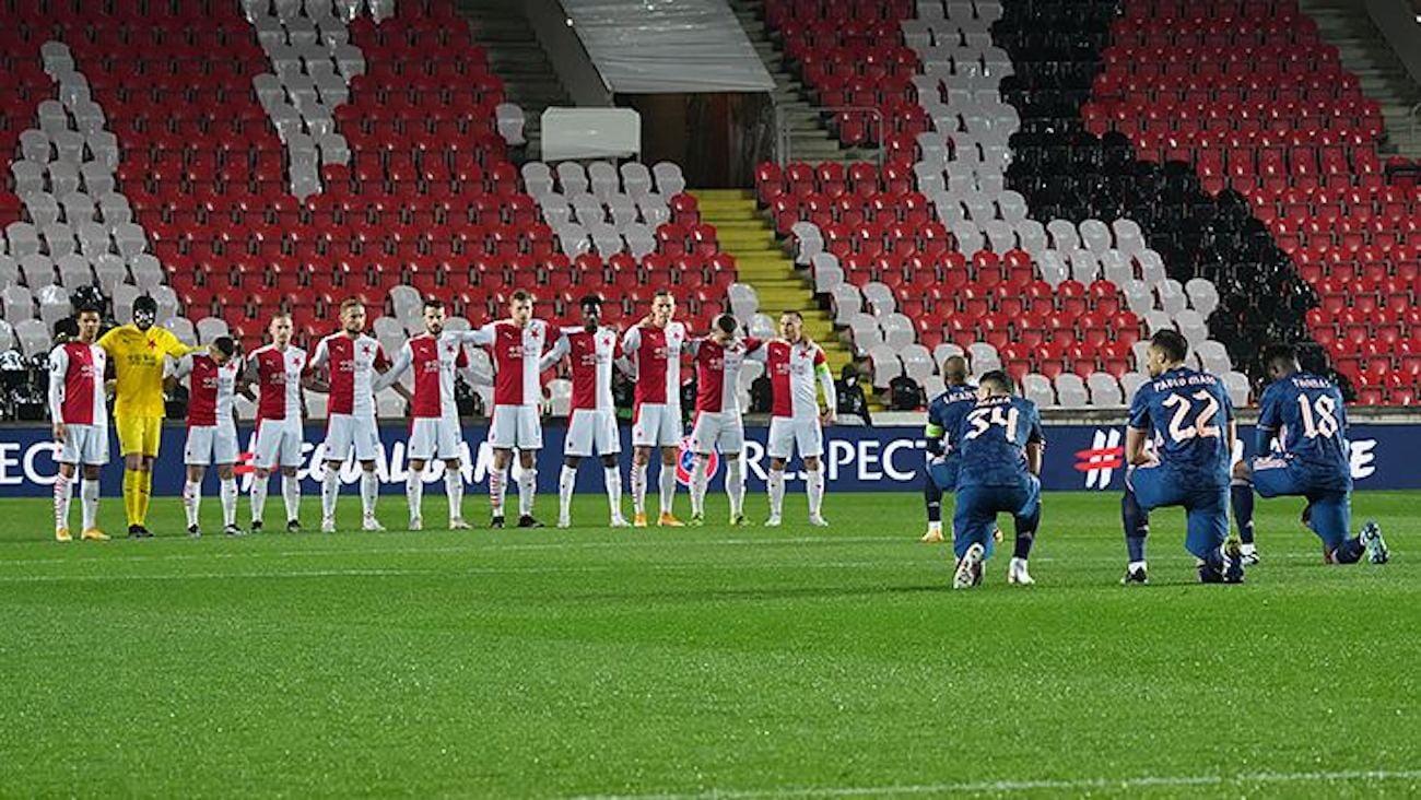 Игроки «Славии» не встали на колено перед матчем с «Арсеналом». Перед первой игрой – тоже