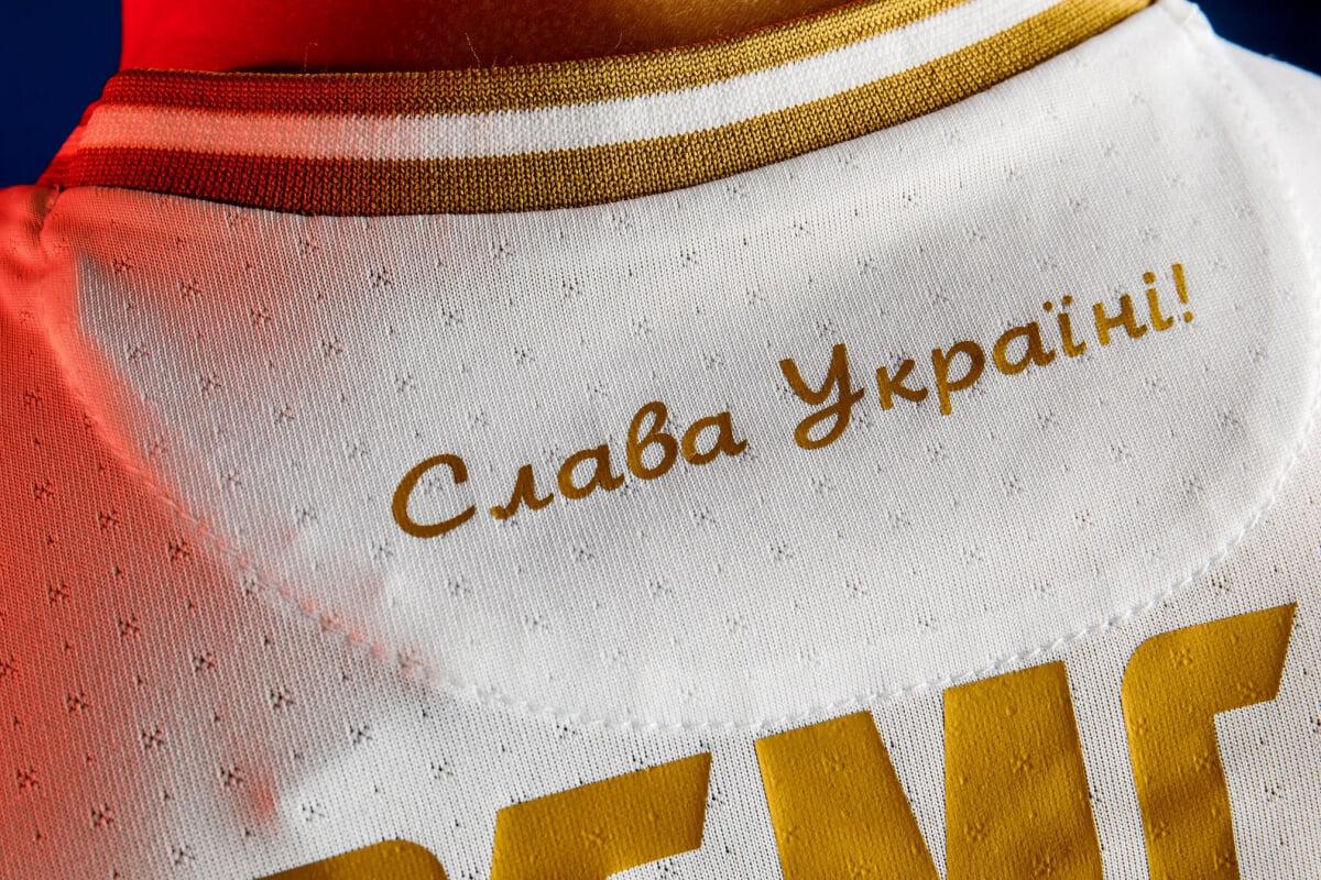 Надпись «Героям слава» на форме Украины должна быть прикрыта. Делегат УЕФА будет проверять это перед матчами