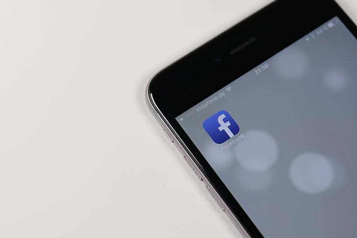 Apple и Facebook повздорили из-за слежки за своими пользователями