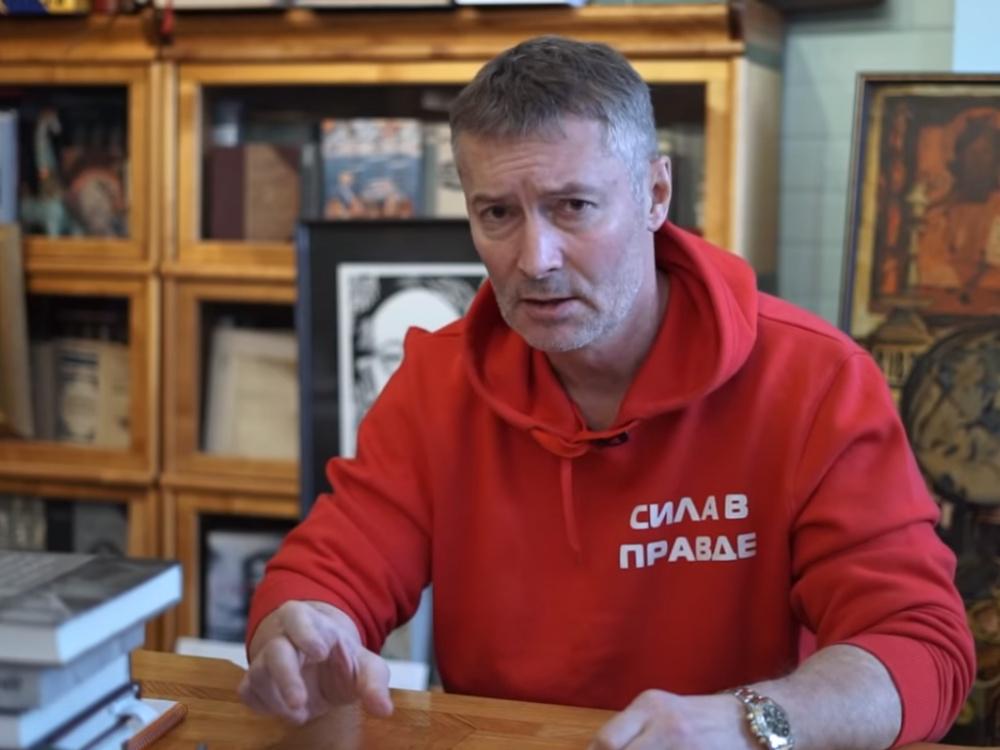 Ройзман призвал писателей потребовать от Путина расследовать отравление Быкова